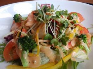 八種類の野菜のサラダ